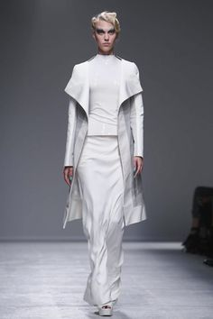 Gareth Pugh Ready To Wear Spring Summer 2014 Paris - NOWFASHION