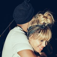 Jay Z and Beyoncé hug