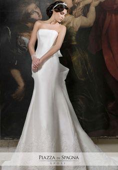 Nadia Orlando crea abiti da sposa dal fascino unico, impreziositi da pregevoli ricami, proprio come questo modello. Scopri l'intera collezione 2017 su http://www.piazzadispagnasposi.it/collezioni/sposa/nadia-orlando-2017/