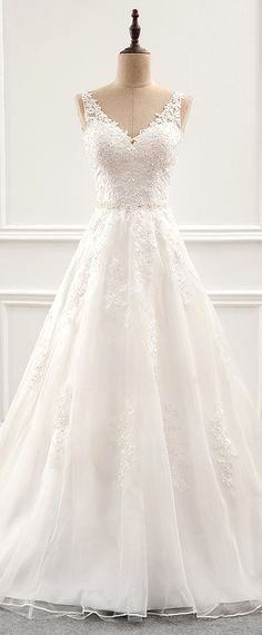 White wedding dress. All brides imagine finding the ideal wedding ceremony, but for this they require the best wedding dress, with the bridesmaid's dresses complimenting the brides-to-be dress. Here are a few ideas on wedding dresses.