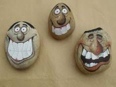 Painted Rock Ideas - Do you need rock painting ideas for spreading rocks around your neighborhood or the Kindness Rocks Project? Here's some inspiration with my best tips! Pebble Painting, Pebble Art, Stone Painting, Stone Crafts, Rock Crafts, Caillou Roche, Art Rupestre, Art Pierre, Hand Painted Rocks
