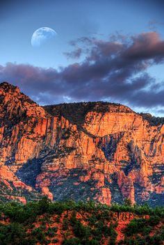 ✮ Moon rising over the Red Hills of Sedona, Arizona
