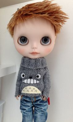 Totoro sweater ✿⊱╮b l y t h e (what a cutie-pie!  Love the haircut!!!)