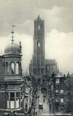 879, Gezicht in de Zadelstraat te Utrecht met op de achtergrond de Domtoren.