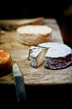 noperfectdayforbananafish:  via French Cheese Platter —Selles Sur Cher