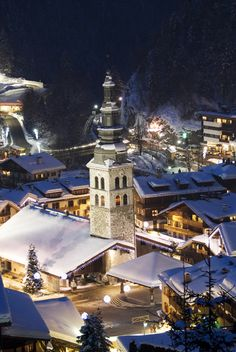 La Clusaz, à découvrir avec les Guides du Patrimoine des Pays de Savoie http://www.gpps.fr/Guides-du-Patrimoine-des-Pays-de-Savoie/Pages/Site/Visites-en-Savoie-Mont-Blanc/Genevois/Massif-des-Aravis/La-Clusaz