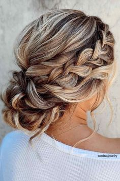 Swirly Side Bun ❤ Here are a lot of easy updos for long hair you can try at home. Updos don't have to be elaborate and complicated. And you don't have to go to a salon. #easyupdosforlonghair #lovehairstyles #hair #hairstyles #haircuts
