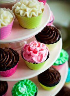Wedding cupcakes are a pretty good idea!