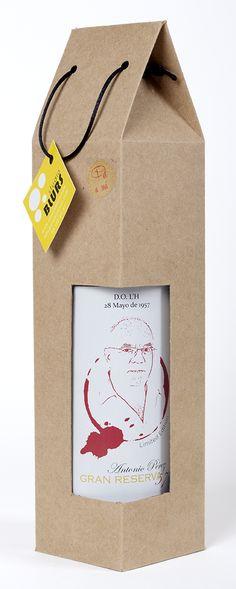 #Packaging #hechoamano para #botella de vino, con ventana. Un regalo muy original para los #amantesdelvino .