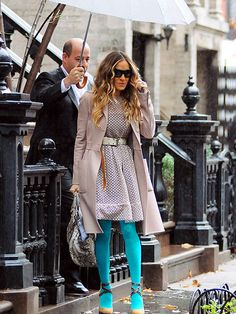 love this outfit on sjp...wouldn't mind a personal umbrella holder either..