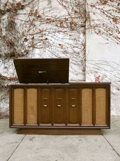 Los Angeles: Super Rad Mid Century Stereo Console $300 - http://furnishlyst.com/listings/100320