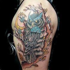 Owl neotraditional tattoo By: Jon Leighton Location: Rooster Tattoo Art Lake Elsinore, Ca usa Www.pensandneedlestattoo.com