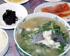 <김형우 기자의 제철 미식기행=도다리 쑥국> - 트래블조선 - 맛집 > 기타: VEGGES & FRESH FISH HOT CLEAR SOUP