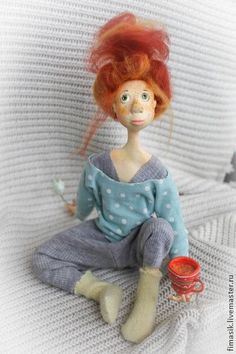 likely totally okay okay yarh! love this little hippy chick :) .doll suitcase Click visit link above for more info - Caring For Your Collectable Dolls. dolls 7 year old girlDolls - Wigs and hair style ideasNot in English but this cutie could be a ref Doll Toys, Baby Dolls, Dolls Dolls, Polymer Clay Dolls, Sewing Dolls, Soft Dolls, Soft Sculpture, Cute Dolls, Fabric Dolls