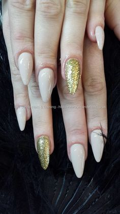 Image from http://www.eyecandynails.co.uk/img/Nails/2/10220980756_e188b93028_b.jpg.