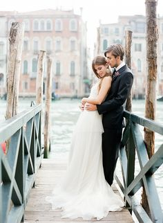 Dark, romantic wedding inspiration | Venice Italy wedding | 100 Layer Cake