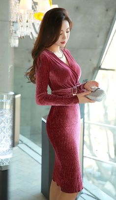 Love her long dress and long hair.