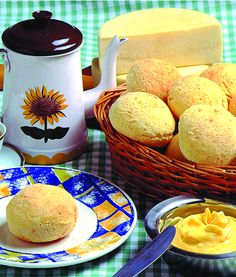 Cold weather + Hot brazilian Coffee + Pao de Queijo (cheese bread rolls - Minas Gerais - MG, Brasil) = HEAVEN!