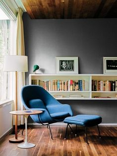 A walnut-topped table and Womb chair, both by Eero Saarinen for Knoll, offer a cozy spot for reading. Photo by Architecture by Story: Kansas City Royal To continue the story, head to the link in our bio. Living Room Chairs, Living Room Decor, Living Rooms, Dining Chairs, Poltrona Design, Womb Chair, Swivel Chair, Chair Cushions, Modern Chairs