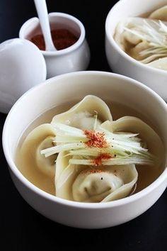 韓国風餃子のスープ만두국(マンドゥグッ)