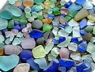 """Beach glass is so pleasing to the eye. In this picture """"real"""" beach glass is on the left. """"Manufactured"""" beach glass is on the right. Make Your Own, Make It Yourself, How To Make, Baguettes Harry Potter, Glas Art, Sea Glass Beach, Sand Beach, Arts And Crafts, Diy Crafts"""