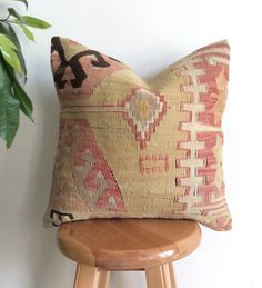Cream and Pink Kilim Pillow Cover – Sophie's Bazaar Kilm Pillows, Living Room Pillows, Throw Pillows, Bohemian Design, Bohemian Decor, Crochet Instructions, Designer Pillow, Decorative Pillow Covers, Hand Weaving