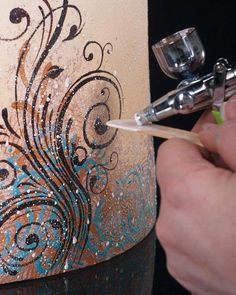 Airbrush cake techniques ooh -want to try with edible glitter! Airbrush cake techniques ooh -want to try with edible glitter! Cake Decorating Techniques, Cake Decorating Tutorials, Cookie Decorating, Cake Decorating Airbrush, Decorating Ideas, Cakes To Make, How To Make Cake, Cakes And More, Cake Icing