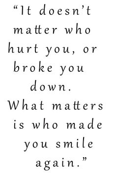 WHAT MATTERS IS WHO MADE YOU SMILE AGAIN Love Life Inspirational Quotes, Wisdom Quotes, Life Quotes, Make You Smile, It Hurts, Jokes, Motivation, Funny, Quote Life