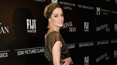 Parker Posey Wins in Head-to-Toe Gold Lamé. In defense of the coordinating headband.
