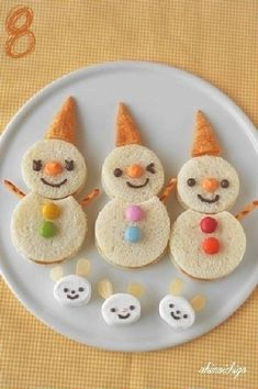 Kids Meals 50 Kids Food Art Lunches - Oyatsu Sand Snowman - These snack ideas are ADORABLE! Some people are so clever! I never would have thought of all of these amazing food art ideas, but they really are creative! Christmas Finger Foods, Christmas Treats, Funny Christmas, Reindeer Christmas, Christmas Pictures, Christmas Christmas, Food Art For Kids, Cooking With Kids, Cooking Food