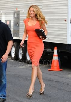 Blake Lively in Roland Mouret, a Chanel iPad case and Giuseppe Zanotti heels filming Gossip Girl.