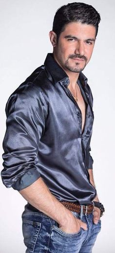 My favourite man in satin shirt.wish i can meet him.realy i want to meet him. Beautiful Women Quotes, Beautiful Tattoos For Women, Strong Women Quotes, Beautiful Black Women, Gorgeous Men, Handsome Men Quotes, Handsome Arab Men, Woman Sketch, Woman Drawing