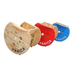madera natural, rojo y azul son los tres acabados escogidos para la MECEDORA PÁNICA.