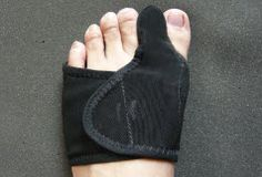 ITEM NAME: Big toe bunion splint/protector/supporter Size: one size fits most (customized sizes are available), left and right Color: black (customized colors are available)  - Designed to provide comfortable immobilization and alignment of the big toe. - help reduce pain following bunionectomy by positioning the big toe in proper alignment and to help prevent from further deformity - Adjustable hook-and-loop tape fist most adults, easy to wear and firmly keep in place. - hand washable…