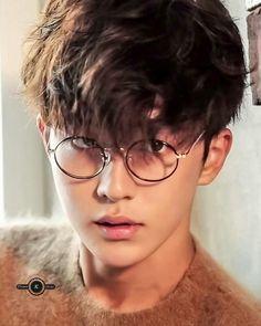 Korean Fashion Trends you can Steal – Designer Fashion Tips Nam Joo Hyuk Smile, Nam Joo Hyuk Lee Sung Kyung, Jong Hyuk, Lee Jong Suk, Joon Hyung, Park Hyung Sik, Korean Male Actors, Asian Actors, Korean Men