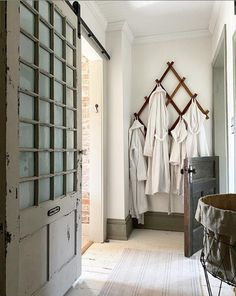 5 Instagram Photos That Stopped Me In My Scroll Cottage Chic, Cottage Style, Sounds Good To Me, Bathroom Renos, Wall Spaces, Home Decor Inspiration, Wardrobe Rack, Diy Home Decor, Lake Life