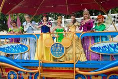 Cinderella, Snow White, Tinker Bell, Belle and Aurora Disney Characters Costumes, Character Costumes, Cute Disney Pictures, Disney Girls, Princesas Disney, Disney Magic, Girls Night, Beauty And The Beast, Disneyland