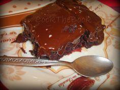 Απίστευτη σοκολατόπιτα... Σε χρόνο απίστευτο! Με ελάχιστα υλικά... Για να καταπλήξετε! Με διπλό κομμάτι στο σερβίρισμα......