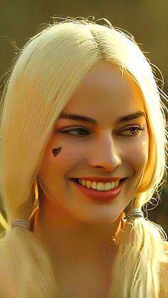 Margot Robbie Hot, Margot Robbie Harley Quinn, Harley Quinn Cosplay, Joker And Harley Quinn, Scary Clown Halloween Costume, Harely Quinn, Instagram Cartoon, Androgynous Girls, Cute Disney Drawings