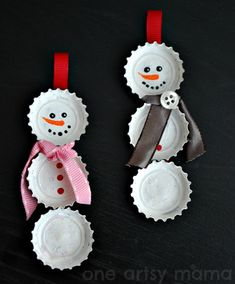 These DIY Christmas Ornaments Will Create Keepsakes You'll Treasure Forever 50 Homemade Christmas Ornaments - DIY Crafts with Christmas Tree Ornaments Easy To Make Christmas Ornaments, Christmas Ornaments To Make, Noel Christmas, Simple Christmas, Christmas Decorations, Homemade Ornaments, Christmas Projects, Funny Christmas, About Christmas