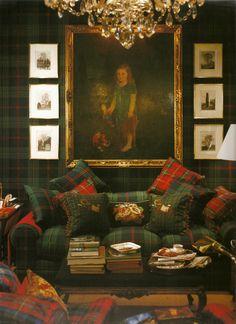 Ricco salotto decorato con tessuto scozzese