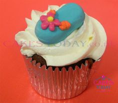 C1115 - Blue Sandle with Pink Flower Cupcake