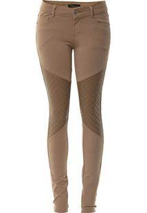 Alternativa para encurtar calças: fazer recortes anatômicos. Inspiração: https://d129q82p91aw7f.cloudfront.net/passarela/calca-mooncity-com-recorte-em-couro-fake-no-joelho-240041-bege-1431986050.55.214x311.jpg