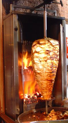 Machine A Kebab, Turkish Recipes, Mexican Food Recipes, Chicken Doner, Shawarma Recipe, Arabian Food, Egyptian Food, Yogurt Sauce, Dill Sauce