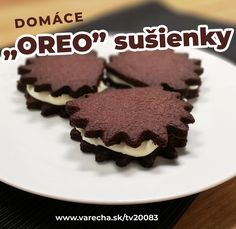 Poznáte známe keksíky z obchodu? Vyskúšajte si ich urobiť doma a ľubovoľného tvaru! Oreos, Sweet Home, Food And Drink, Desserts, Recipes, Deserts, Dessert, Rezepte, Ripped Recipes