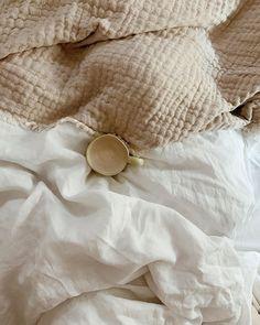 Modern Minimalist Bedroom, Minimal Bedroom, Nordic Bedroom, Scandinavian Bedroom, Eco Brand, Natural Bedroom, Sleep Late, Breakfast In Bed, Slow Living