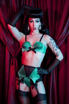 BETTIE PAGE Bullet Bra Pin-Up Retro Spiral Stitch Pointed Cups w// Falsie Pad