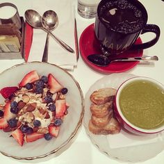 Sunday brunch  #brunch#kavanyc#soup#spinach#asparagus#food#breakfast#greekyoghurt#fruit#berries#blueberry#strawberry#coffe