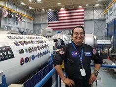 Emmanuel Urquieta, apasionado de la medicina y el espacio