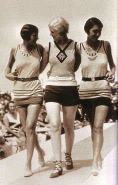 1928 fashion show. Think I'll live in outfits like this all summer long!